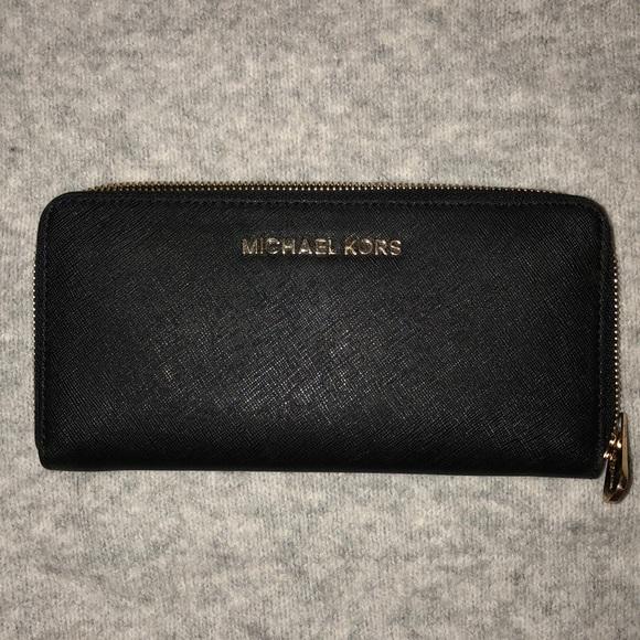 19649eb4c2314 Black Michael Kors Zipper Wallet (Full Size). M 5b9877f3c89e1d73e21525ad